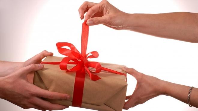 Поющая лампочка, смартфоны и другие подарки для любимых