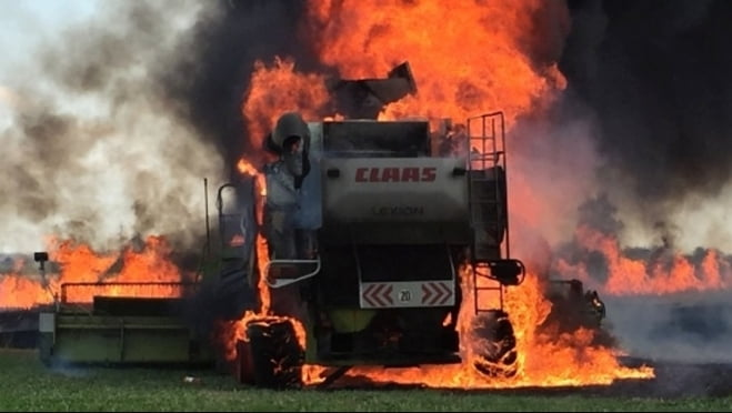 Еще один комбайн сгорел в Мордовии