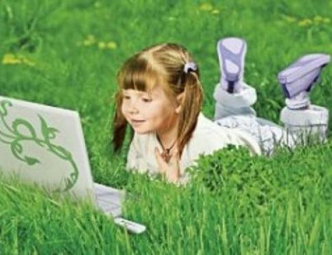Одни, но под присмотром: как обезопасить детей во время каникул