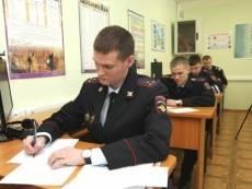 Полицейские Саранска сдали экзамен по английскому языку