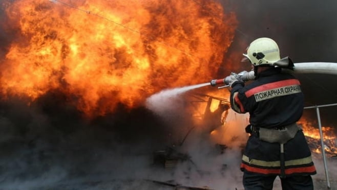 Пожар в Мордовии повредил 2 дома, трактор и грузовик