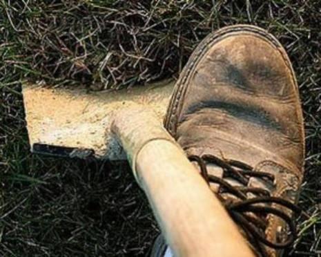 Житель Мордовии из-за пятисот рублей зарубил знакомую лопатой
