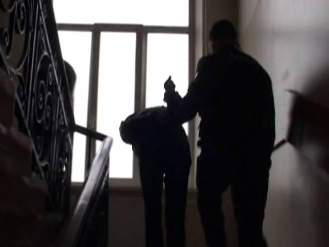 В Саранске на девушку дерзко напали ночью в подъезде