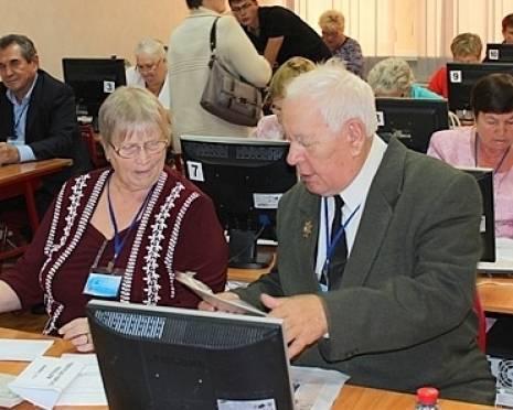 В Саранске пенсионеры состязались в компьютерном многоборье