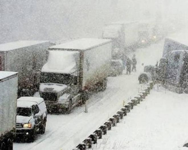В Мордовии сильная метель привела к огромным пробкам на федеральной трассе