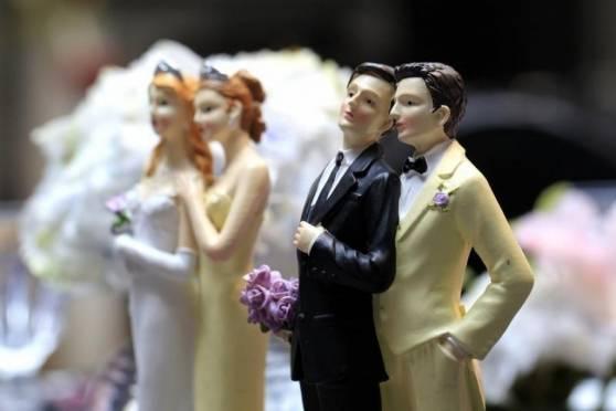 Большинство россиян - против однополых браков