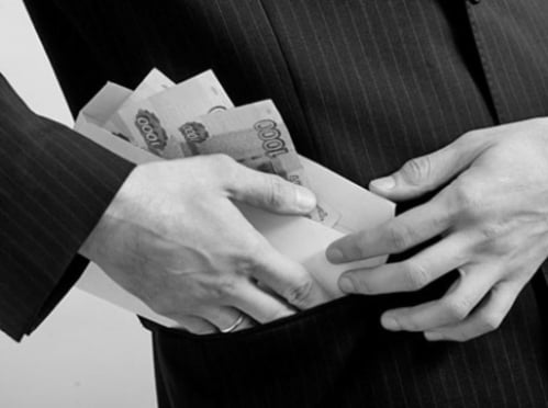 В Мордовии судебный пристав попался на присвоении денег