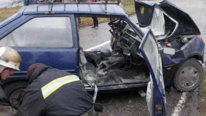 В Мордовии водитель «Таврии» влетел в столб и отпраздновал своё спасение
