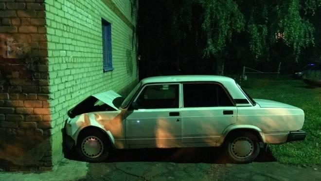В Мордовии осудят мужчину, который пьяным угнал машину чиновников и врезался на ней в дом