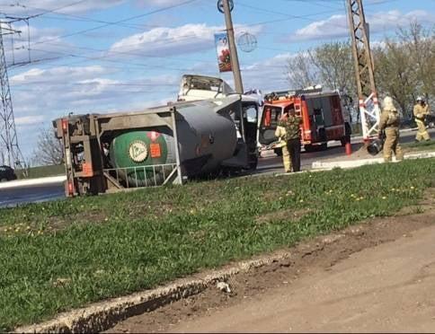 В Саранске перевернулся грузовик с топливом