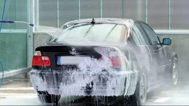 В Саранске сотрудник автомойки «обчистил» авто клиентки
