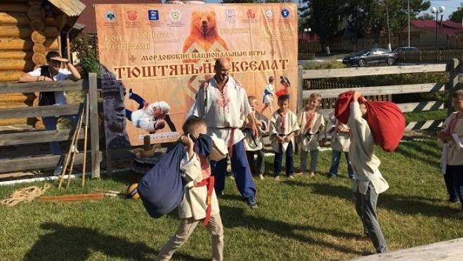 Футбольным болельщикам в Мордовии предложат метать копья и топоры