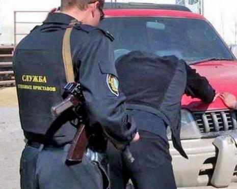 В Саранске для ареста иномарки должника понадобилась группа быстрого реагирования