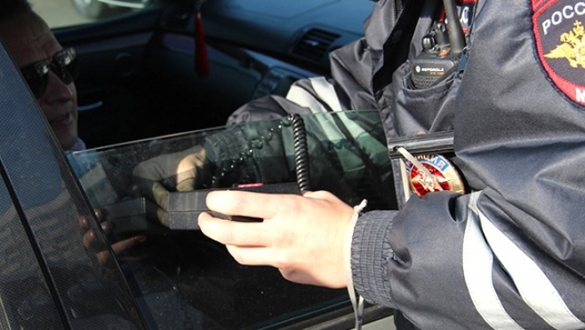 Любителя тонировки в Мордовии наказали за неповиновение полиции