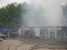 В Дубёнках сгорели «Автозапчасти» и «Шевроле»