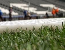 На стадионе «Старт» в Саранске застилают новое поле