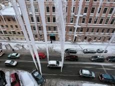 Коммунальщики заплатят жительнице Саранска за свалившийся на её автомобиль снег