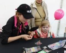Tele2 дарит подарки в День России