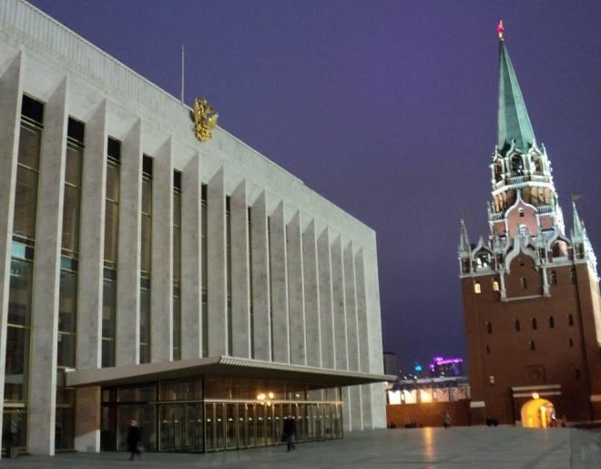Школьники из Мордовии споют в Кремлёвском Дворце в составе тысячного Детского хора России