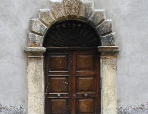 Как быстро и качественно утеплить входную дверь