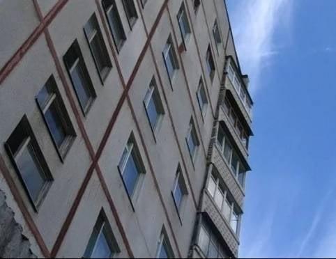 Житель Саранска нанес соседу 40 ударов и выбросил с 5 этажа