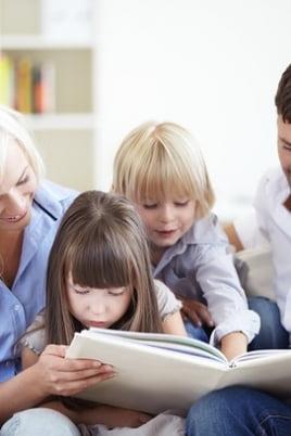 Папа, мама, книга, я – вместе книжная семья постер