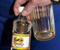Житель Мордовии четыре года торговал «Трояром» с водой под видом водки