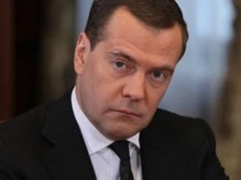Дмитрий Медведев: Советую губернаторам не разбрасываться квартирами, даже для Депардье