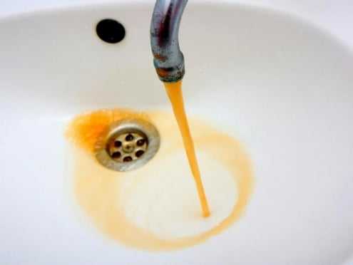 В Саранске коммунальщиков обязали дать жителям нормальную воду
