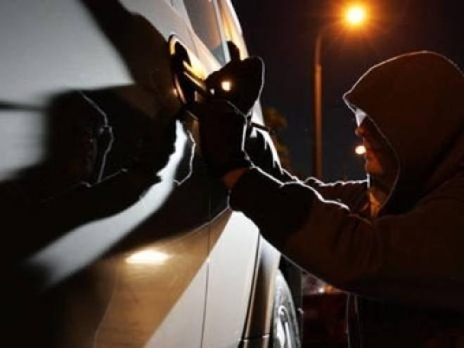 В центре Саранске за одну ночь «обчистили» пять машин