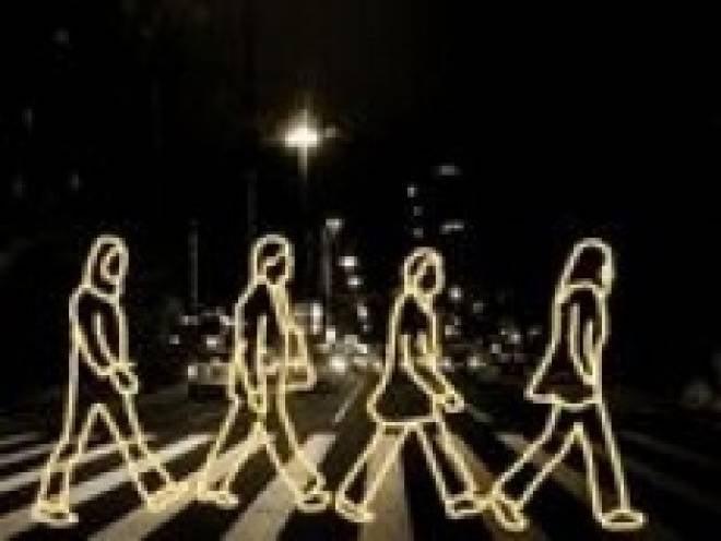 Российских пешеходов заставят светиться