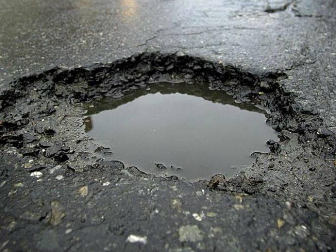 В Саранске госавтоинспекторы замерили ямы на дорогах