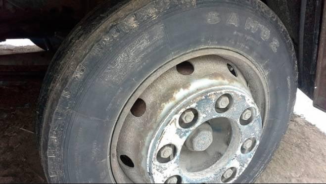 С дороги «Кочкурово — Семилей» утром слетел грузовик, есть пострадавший