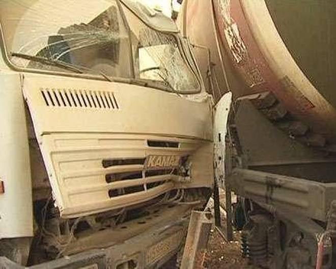 В Мордовии КАМАЗ врезался в поезд