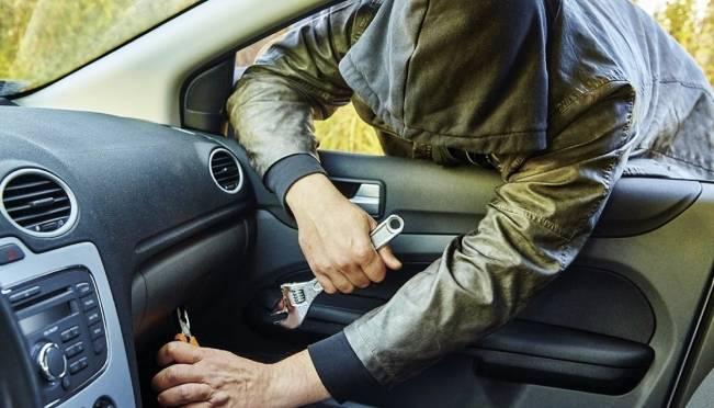 Родные братья обчищали авто по всему Саранску