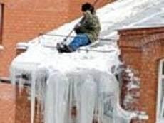 В Саранске директор домоуправления ответит за сосульки и снег на крышах