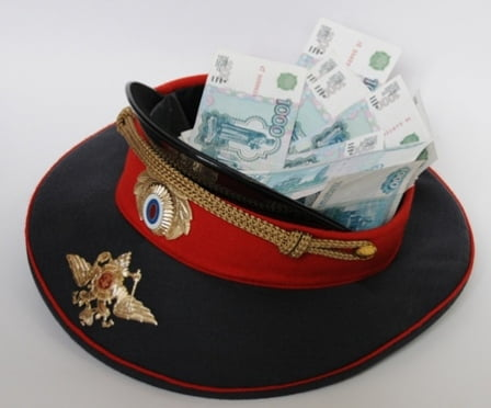 В Мордовии подполковник полиции вымогал деньги у подчиненных