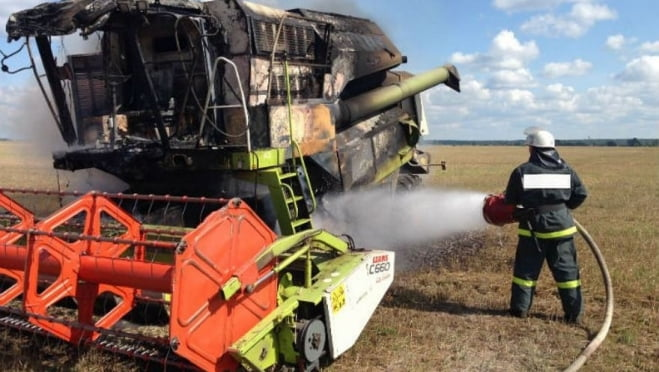 Четыре пожарных тушили горевший в Мордовии «ДОН-1500б»