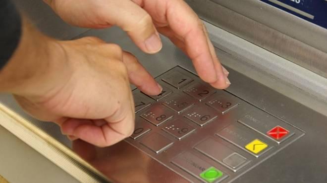 Безработный житель Саранска обналичил найденную на улице кредитку