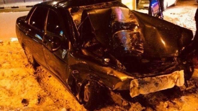 Водитель «Приоры» в Саранске врезался в «Мазду» и опору ЛЭП