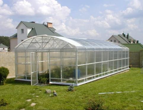 Современные конструкции садовых теплиц