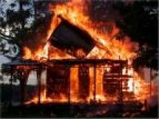 В поселке Ромоданово (Мордовия) сгорел четырехквартирный жилой дом