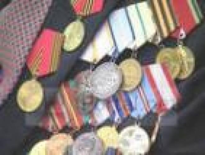 Глава Мордовии 9 мая вручил государственные награды ветеранам и общественным деятелям, увековечившим память наших земляков в войне