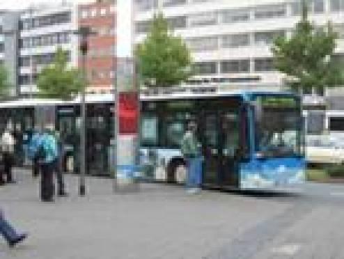 Мэр Саранска озабочен бескультурным поведением горожан на остановках общественного транспорта