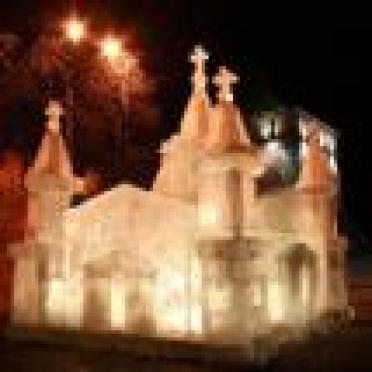 На главной площади Саранска идет монтаж ледяного городка