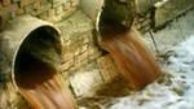 В Саранске обнаружен  «источник» с красной водой