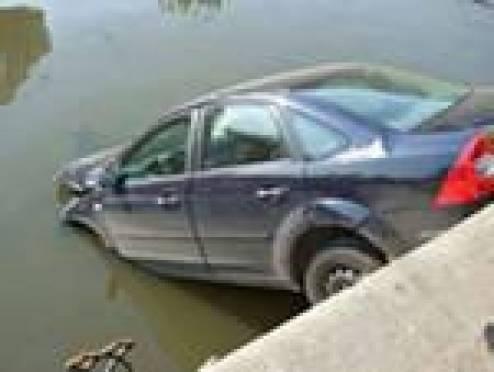 """Житель Мордовии утонул, """"вылетев"""" из машины"""