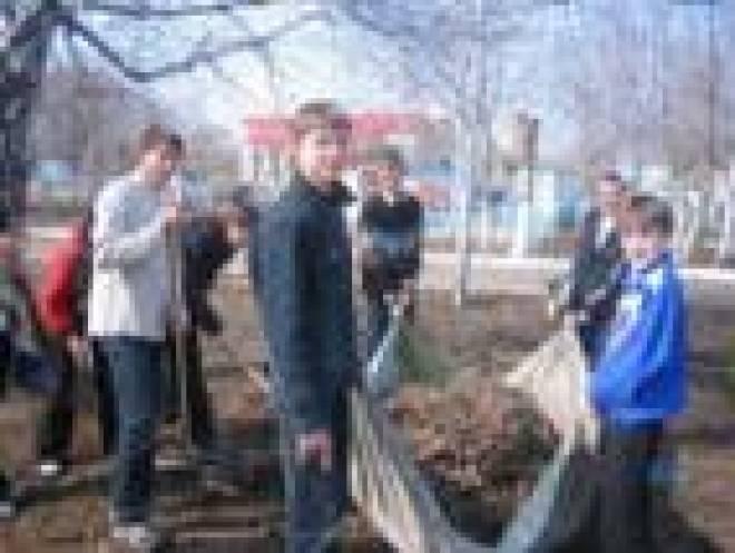 Активисты Саранска вымыли памятники прославленным уроженцам Мордовии
