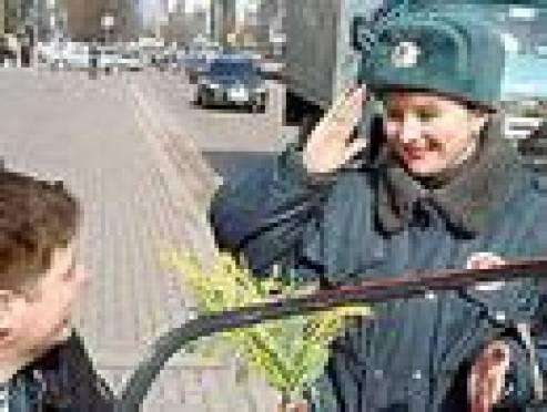 Прекрасная половина Госавтоинспекции Мордовии поздравила мужчин-водителей
