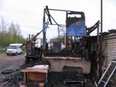 Пожар на автостоянке в Саранске стал причиной гибели двух человек